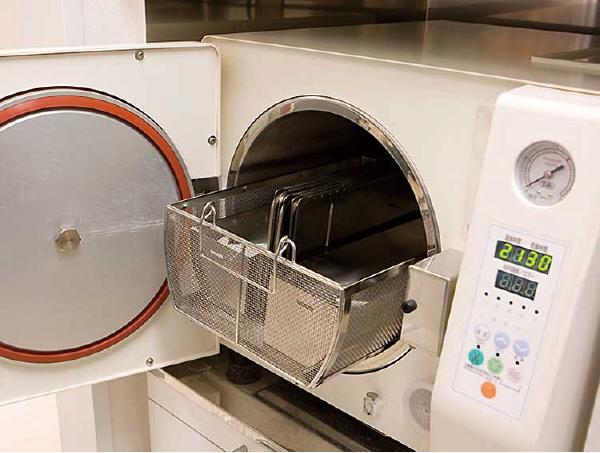 オートクレーブ(高圧蒸気滅菌器)