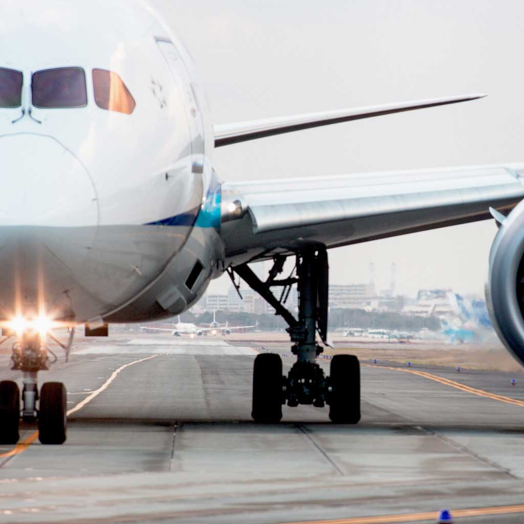 飛行機で空輸